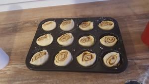 Die Stücke in die Muffinform geben und noch etwa 10 Minuten stehen lassen