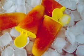 Fruchtige Mango-Papaya Popsicles