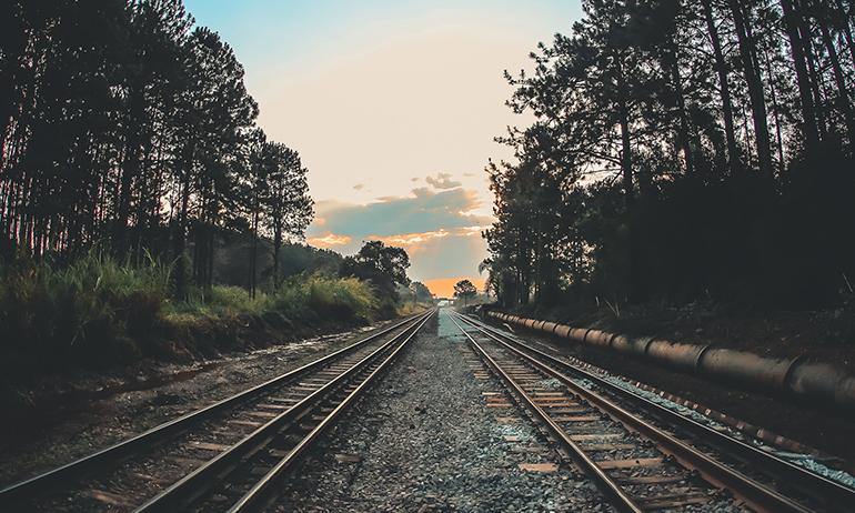 Mit diesen Tipps überstehst du mühsame Zugfahrten